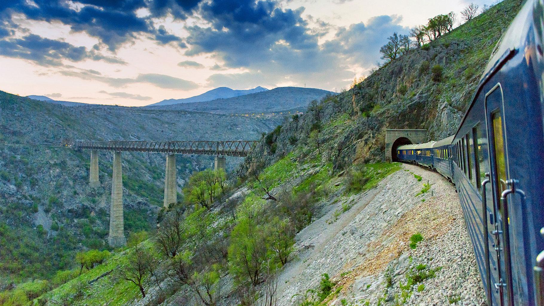 На черногорском участке железной дороги в Белград - самый высокий в мире мост над рекой